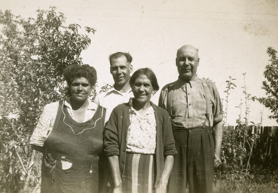 William Ferguson and family in Dubbo, NSW.